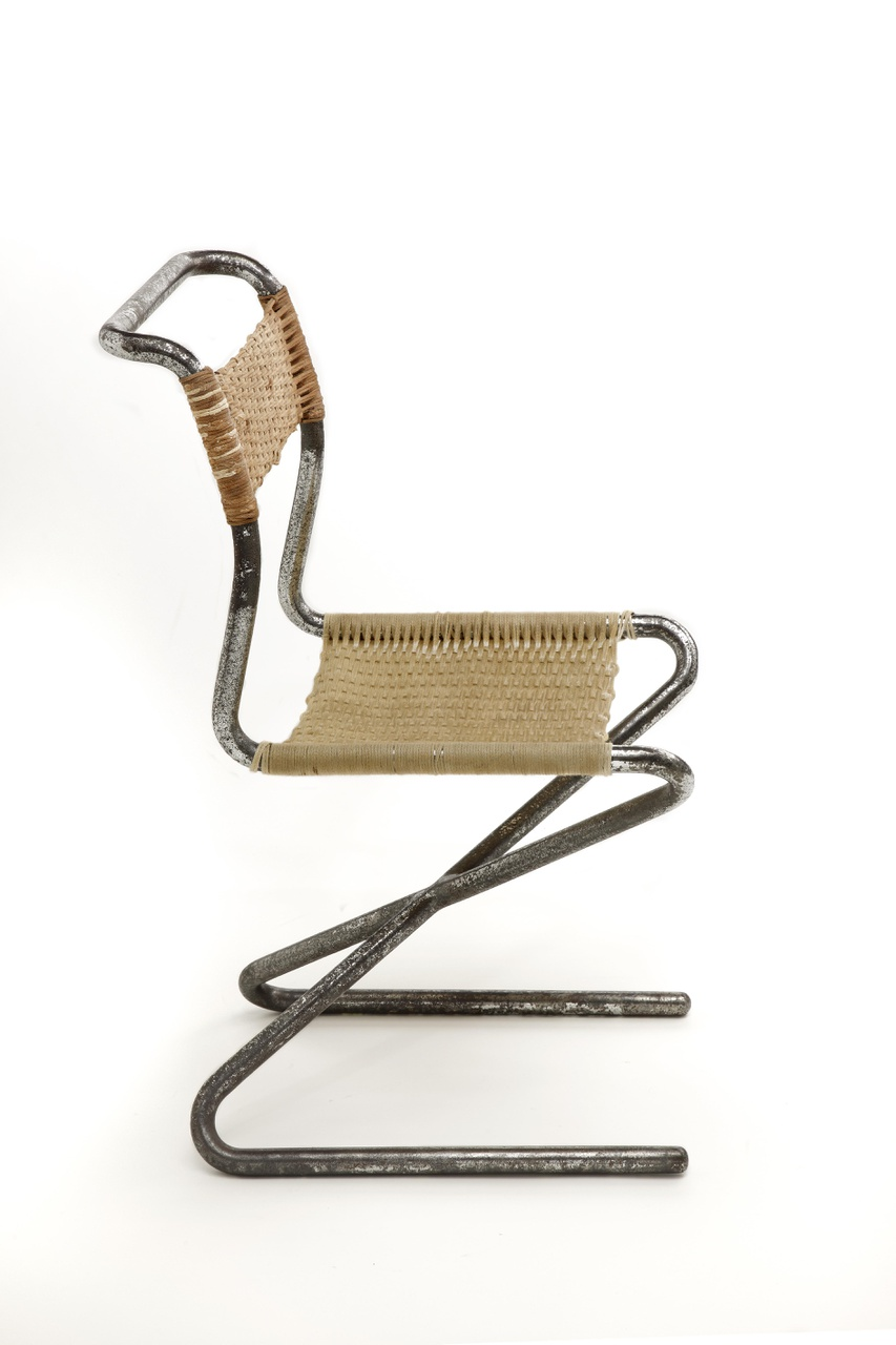 Zigzagstoel met stalen buis