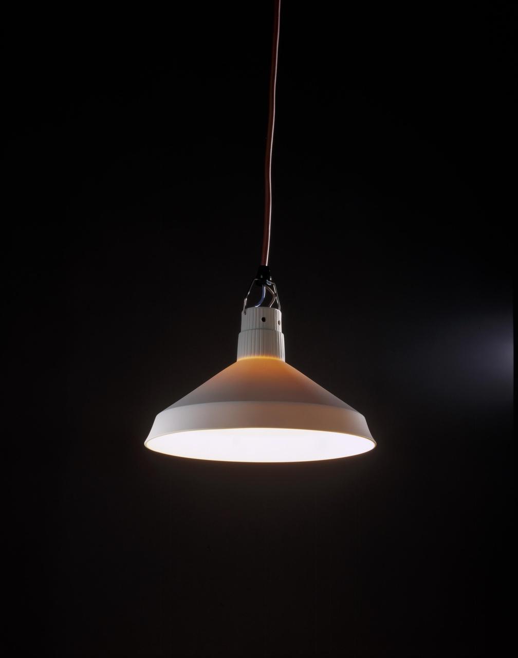 Porseleinen lamp DDR-52 (productiemodel)