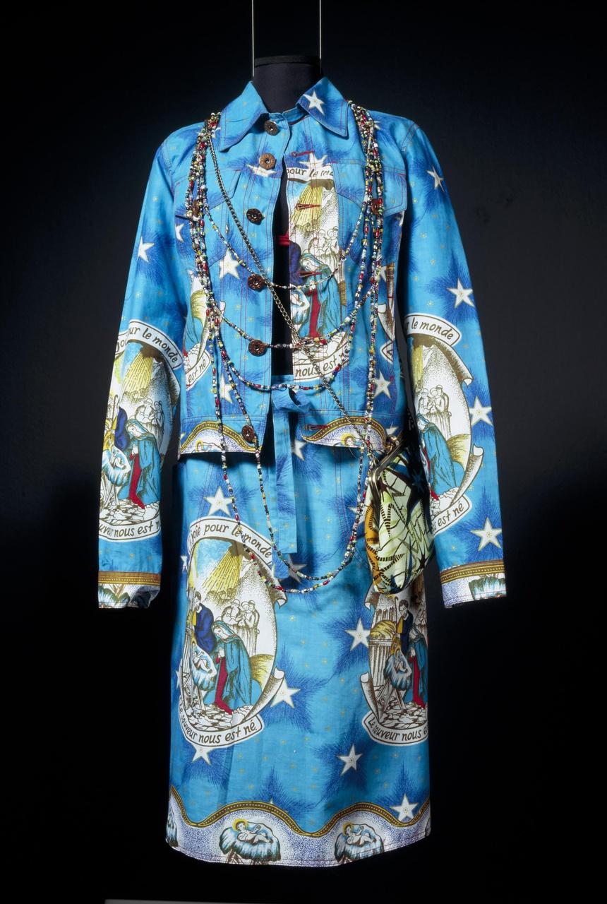 Damesensemble bestaande uit jasje en rok uit de collectie v/z 2005