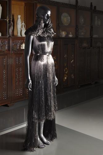 Haren-jurk uit de collectie Fragile Futurity