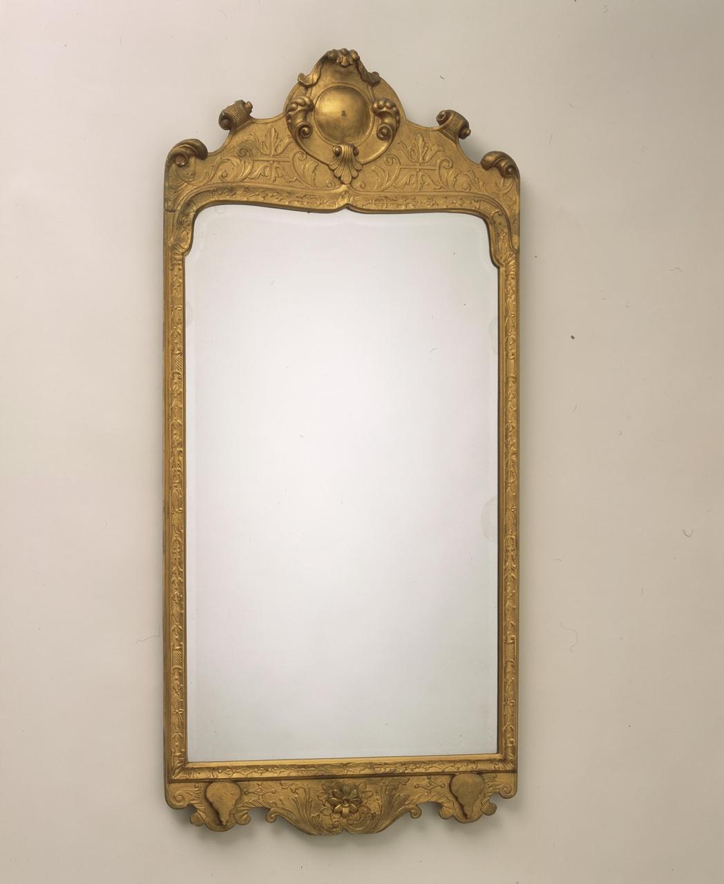 Spiegel met vergulde lijst