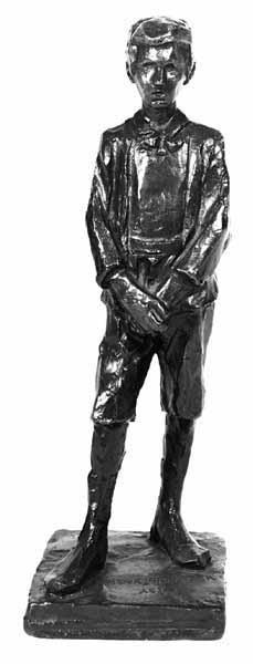 Sculptuur van staande jongen