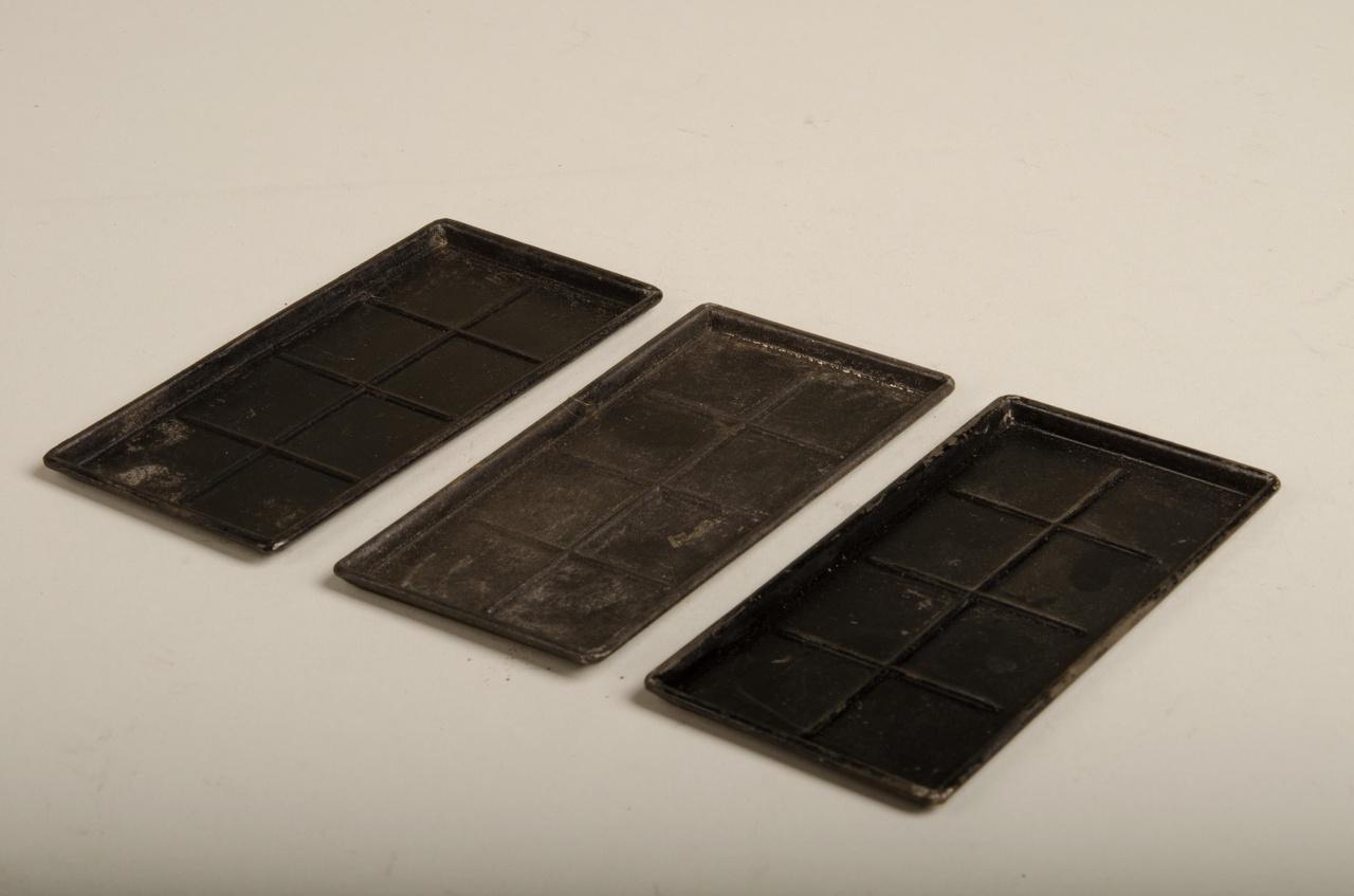 Drie rechthoekige chocoladevormen