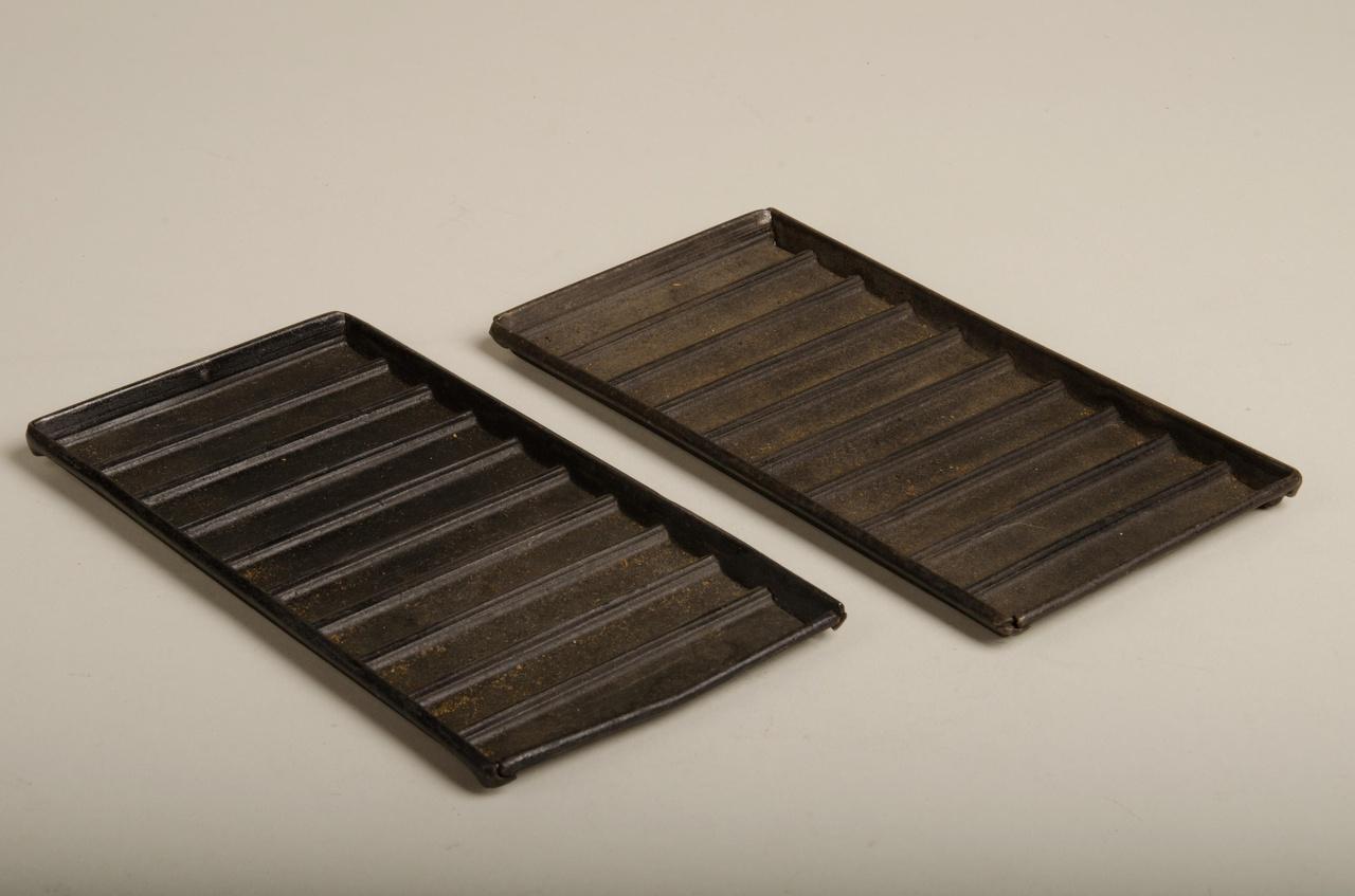 Twee rechthoekige chocoladevormen