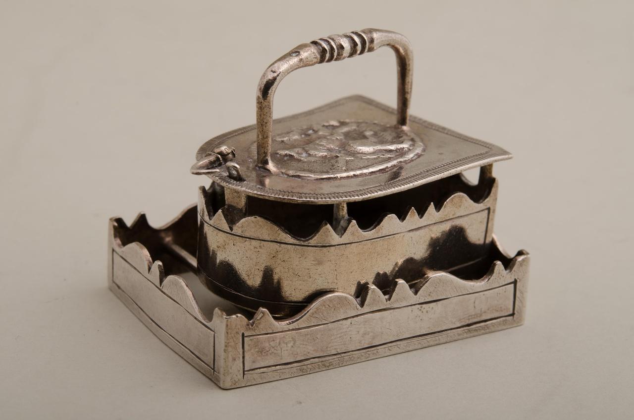 Strijkijzer op treeft (miniatuur)