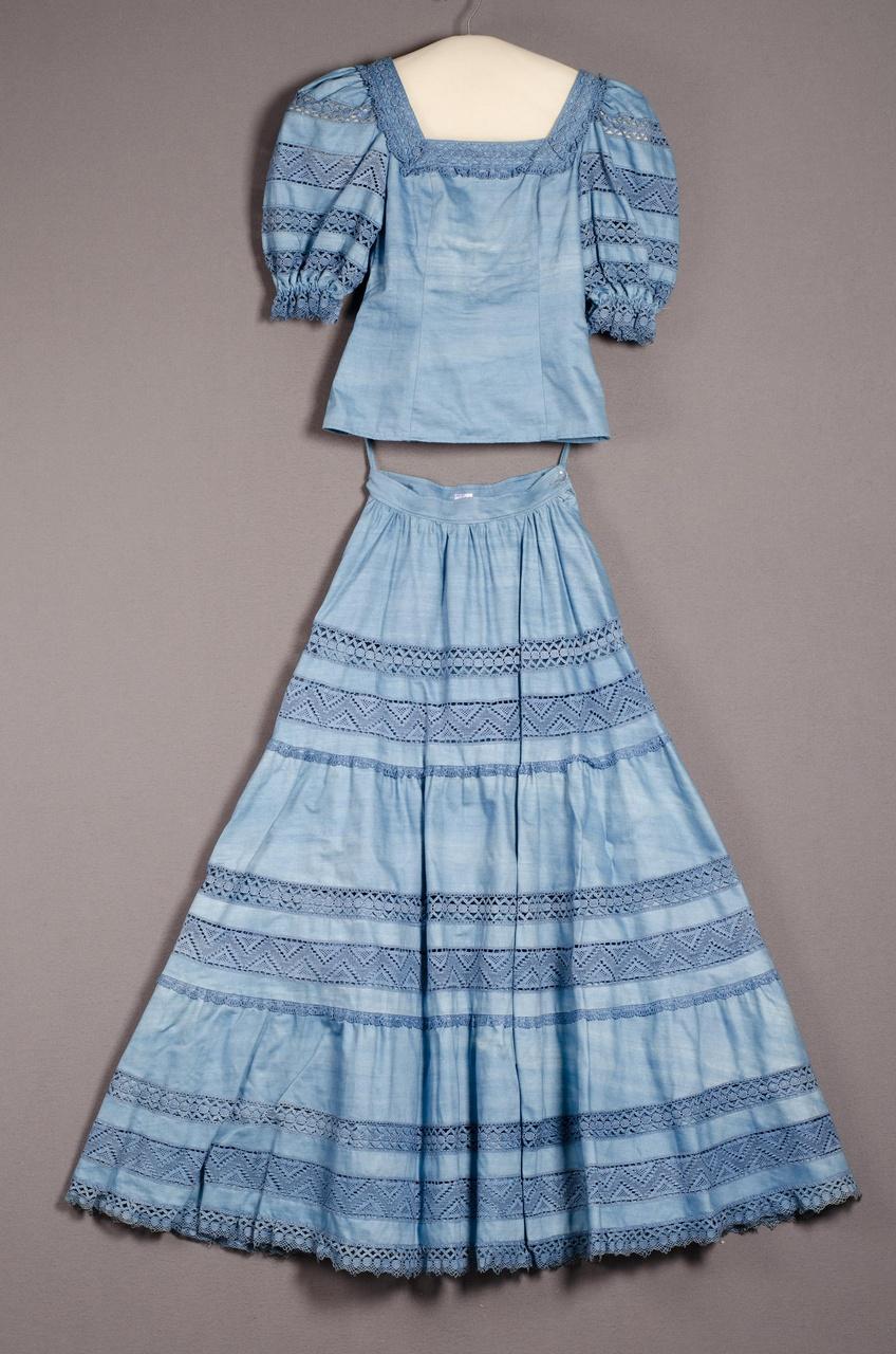 Damesensemble bestaande uit blouse en rok