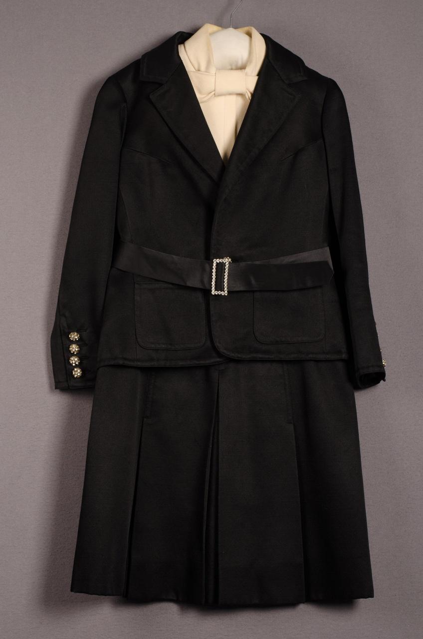 Damesensemble bestaande uit jurk en jasje