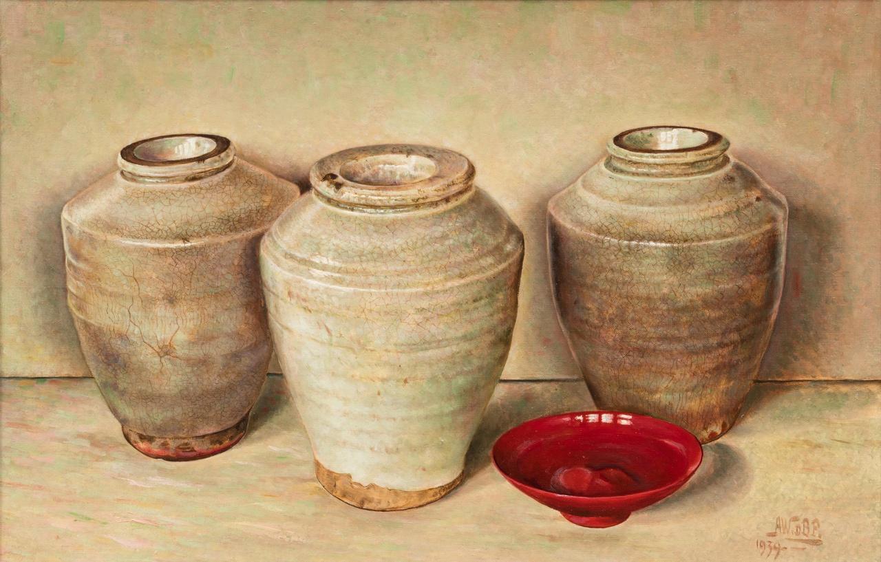 Drie groene vazen en een rood schaaltje