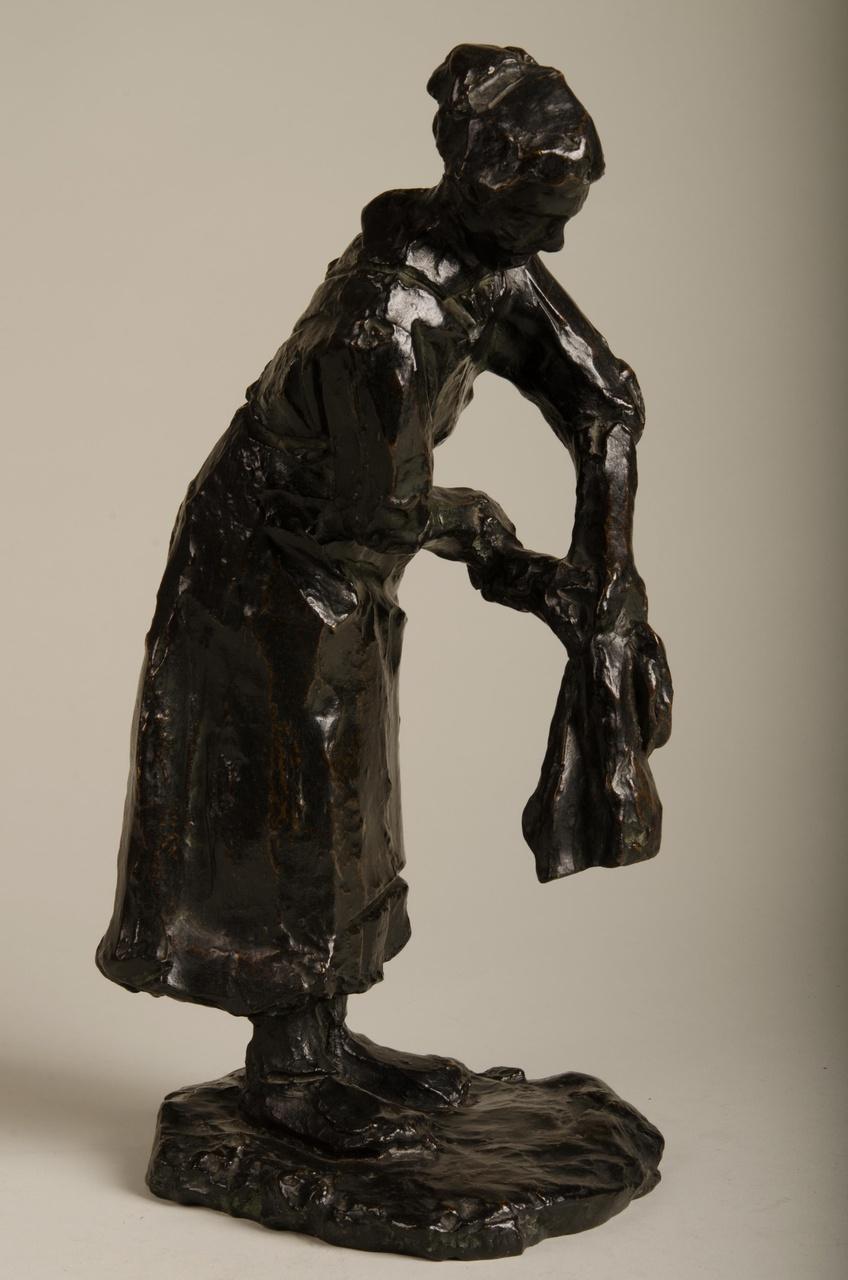Sculptuur van een wasvrouw