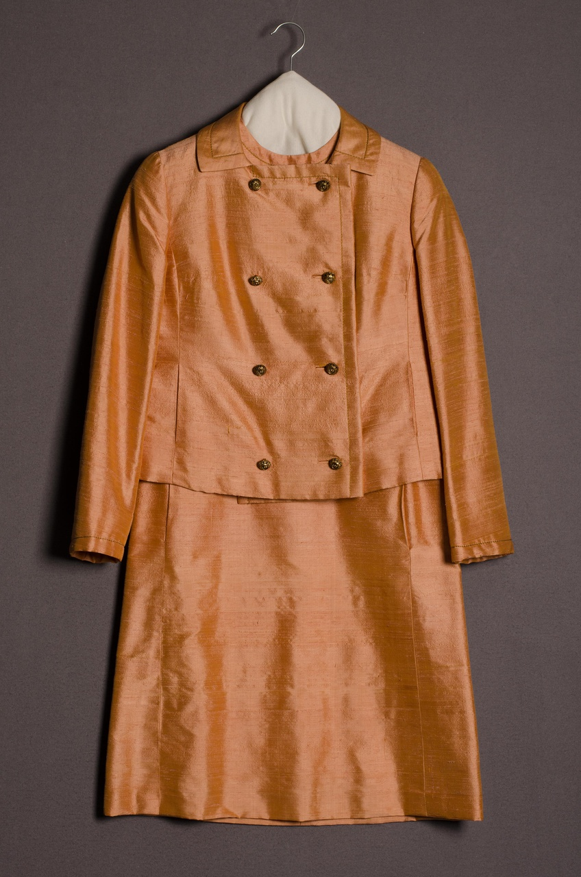 Damesensemble bestaande uit jasje en rok