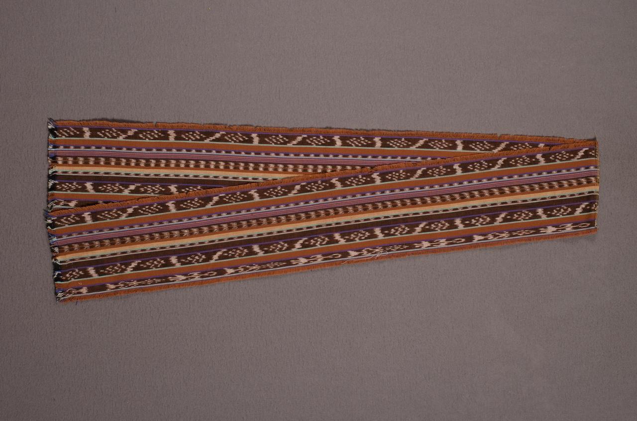 Sjaal behorend bij herenensemble