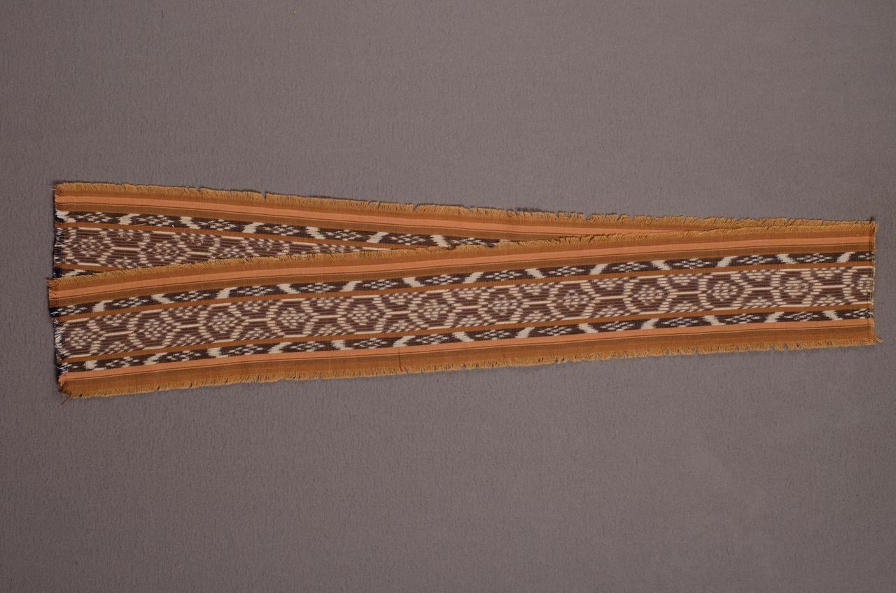 Sjaal behorend bij damesensemble