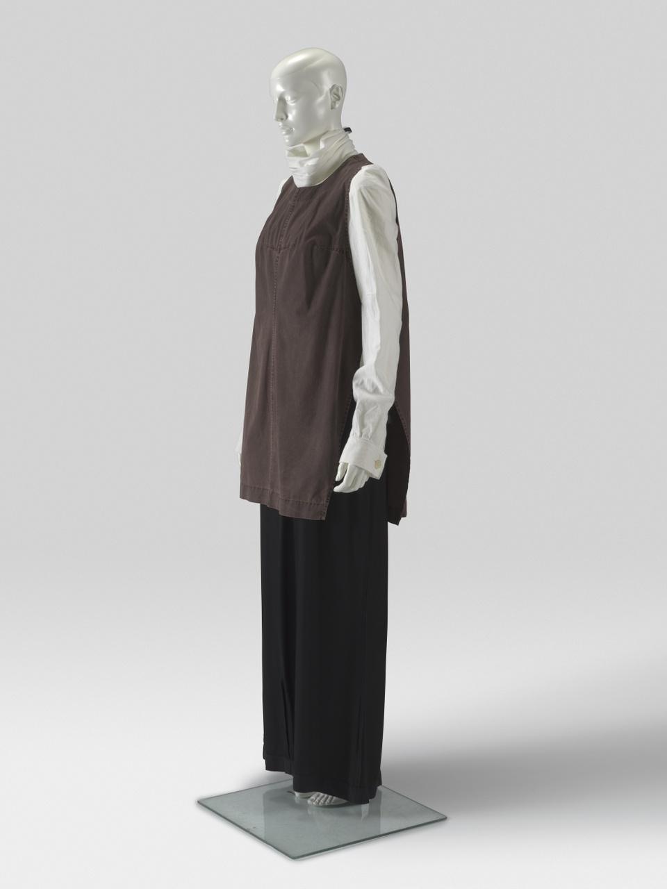 Set bestaande uit blouse, hes, overgooier en col