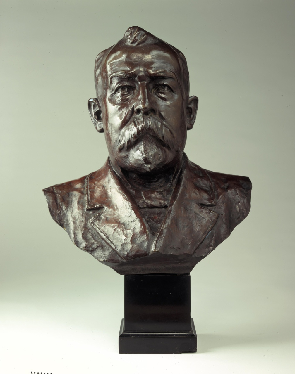 Borstbeeld van Louis Smulders (1839-1908)