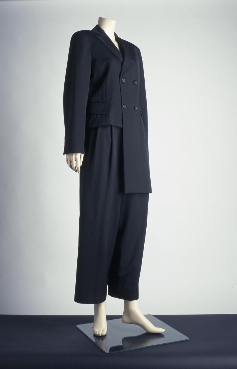 Damesensemble bestaande uit jasje en broek