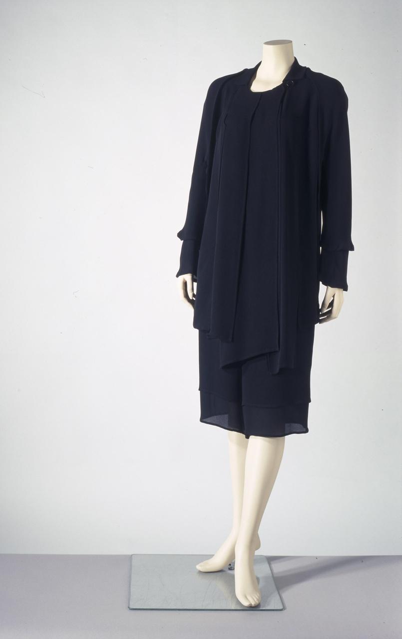 Driedelig damesensemble bestaande uit blouse, broek en jasje