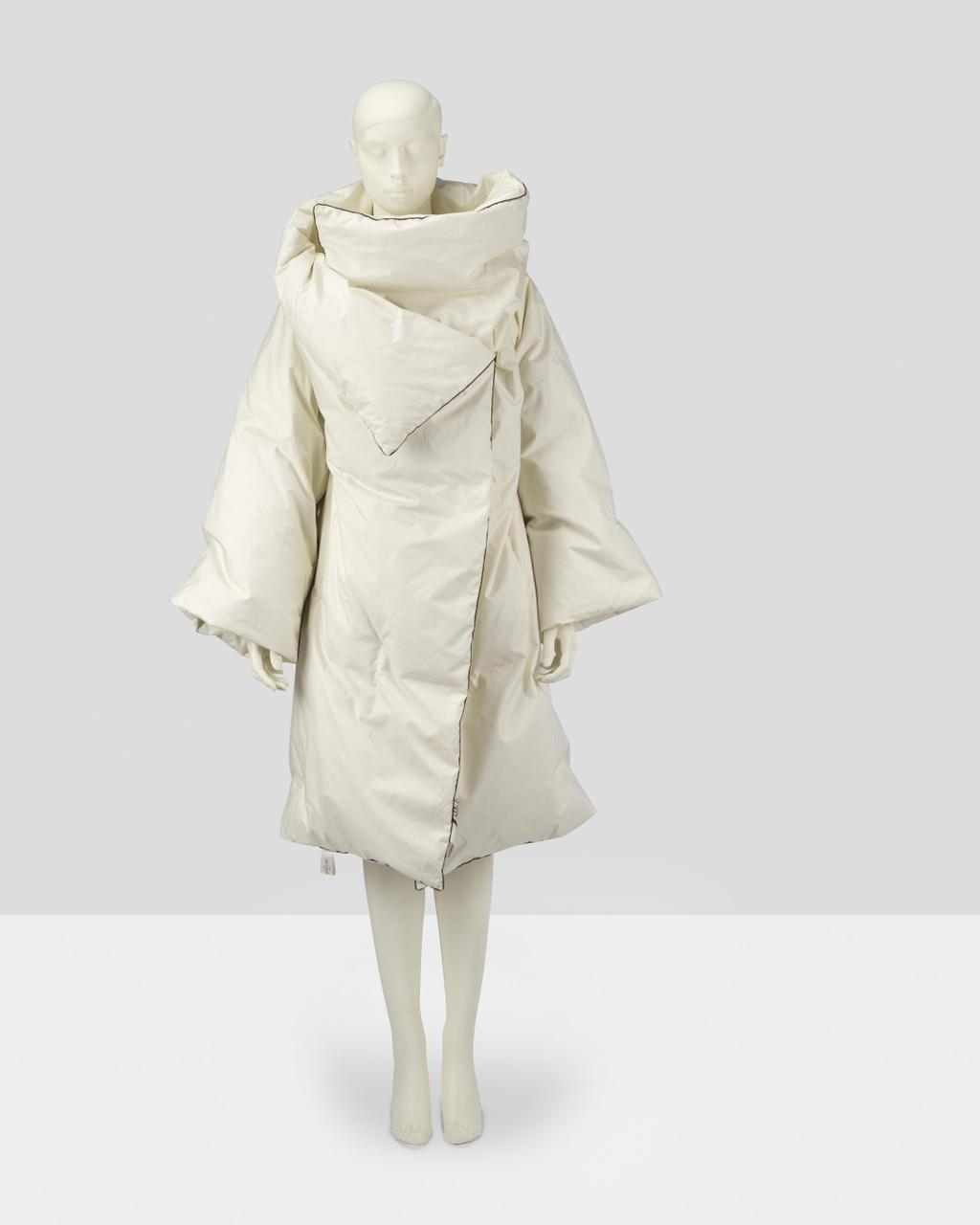 Ensemble 'Dekbedjas' bestaande uit jas, laken, hoes en ceintuur
