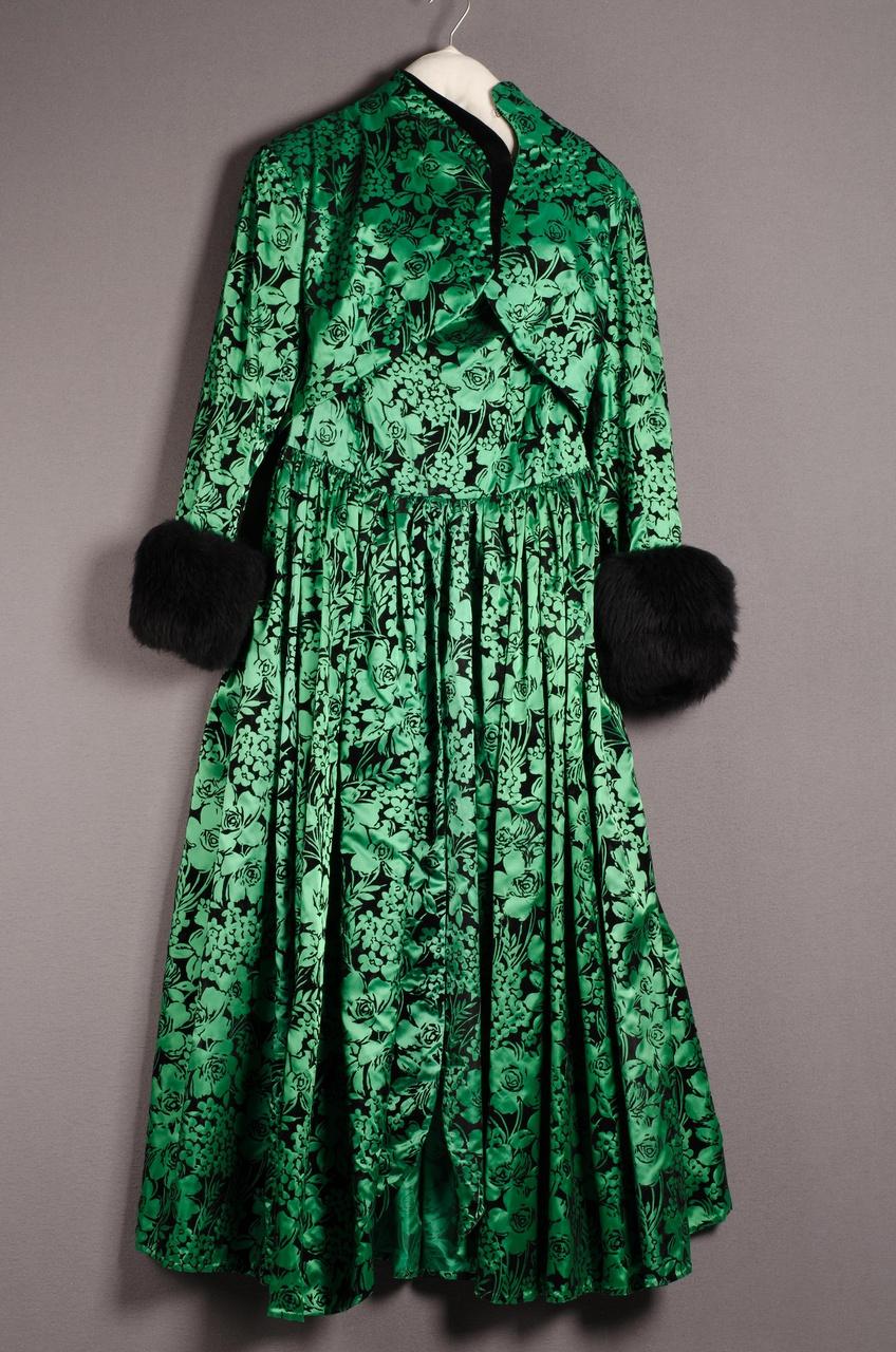 Damesensemble bestaande uit jurk met jasje