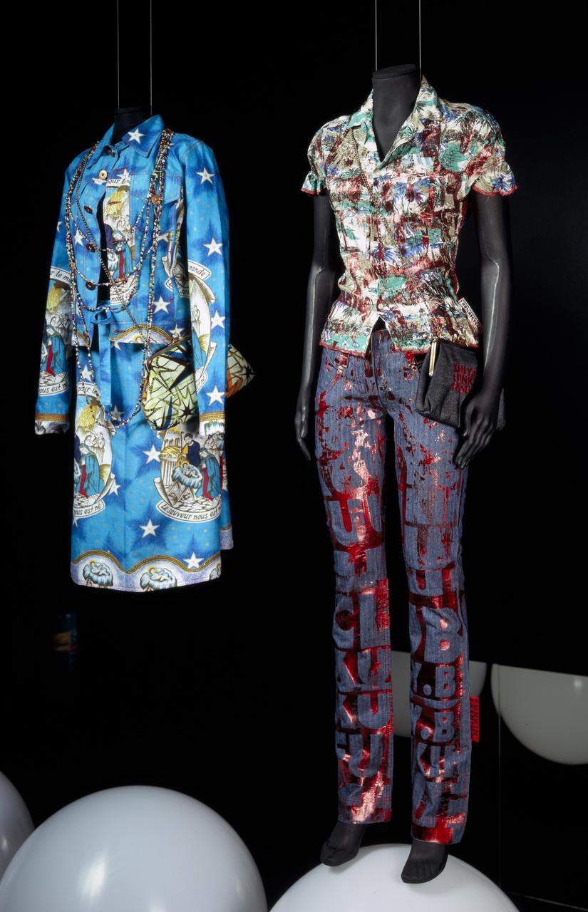 Damesensemble bestaande uit broek en blouse uit de collectie v/z 2005