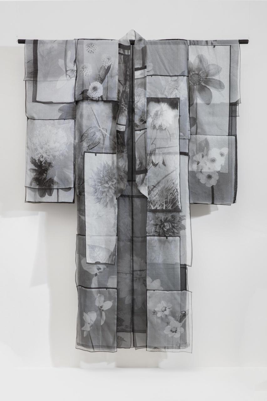 Kimono Tepe Flowers uit de collectie Zwart