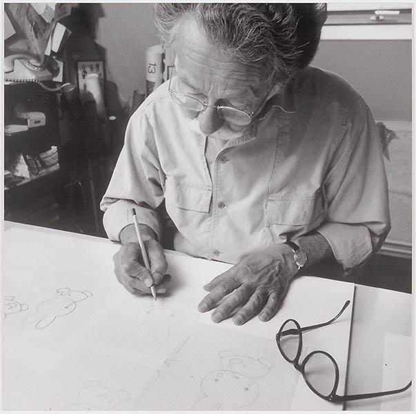 Dick Bruna aan het werk (serie van het ontwerpproces voor een tekening van Nijntje, fotograaf: Ernst Moritz, print 1/13)