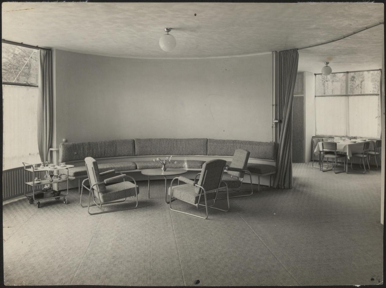Afbeelding van woning Székely, kamer met zithoek en doorkijkje