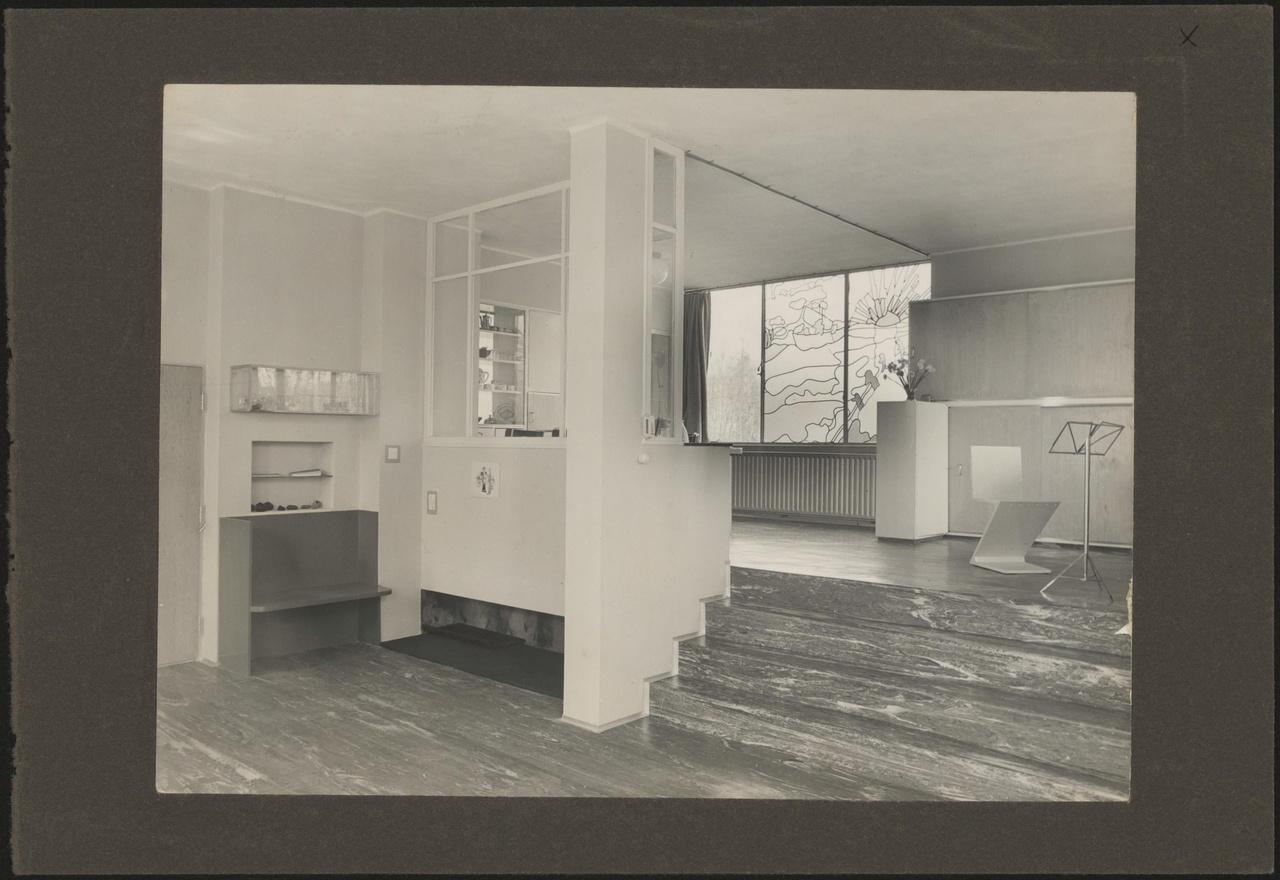 Afbeelding van woning Hillebrand , overzicht woonkamer met zigzagstoel