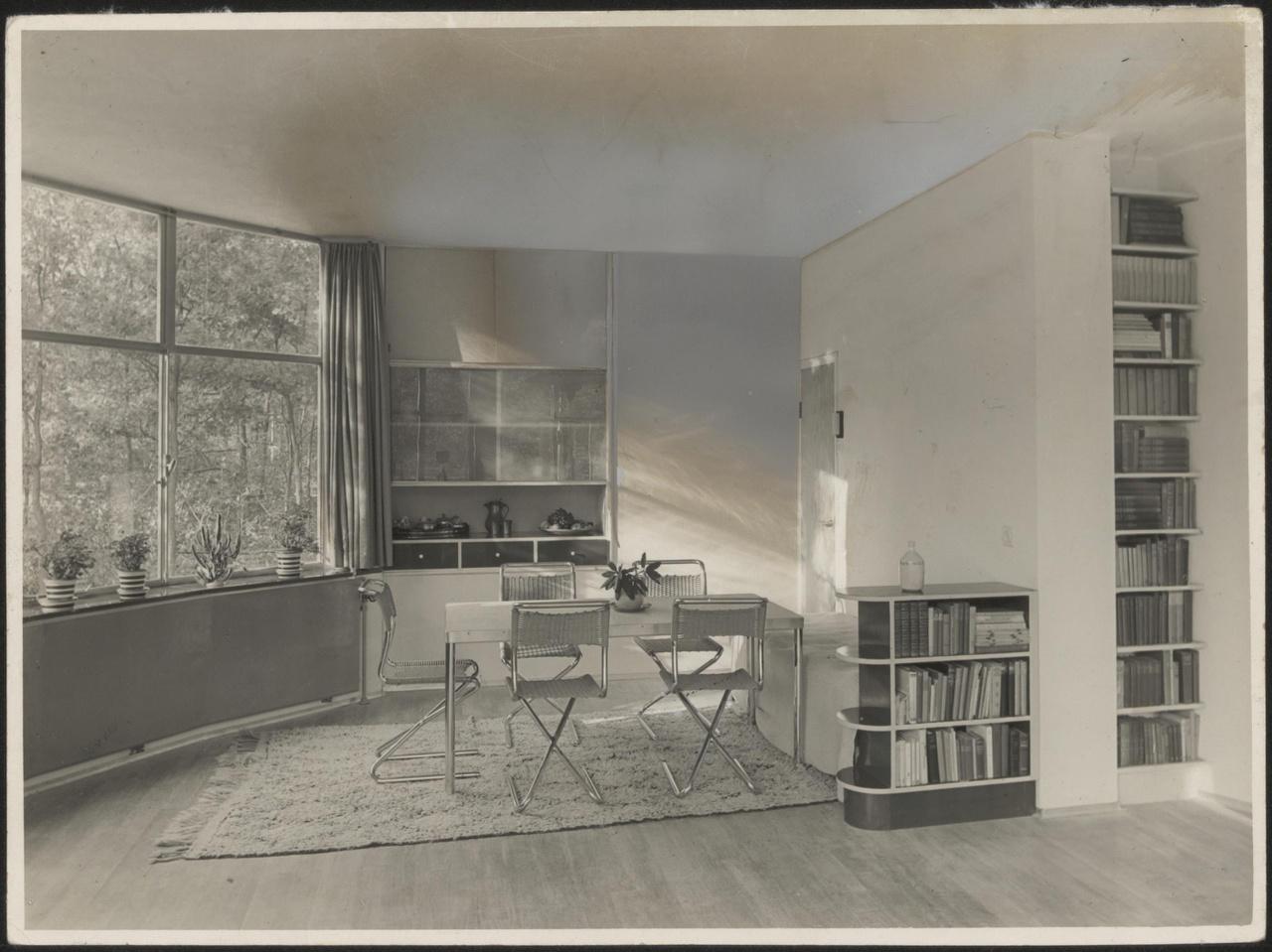Afbeelding van woning Mees, eethoek, plafondlamp weggeretoucheerd