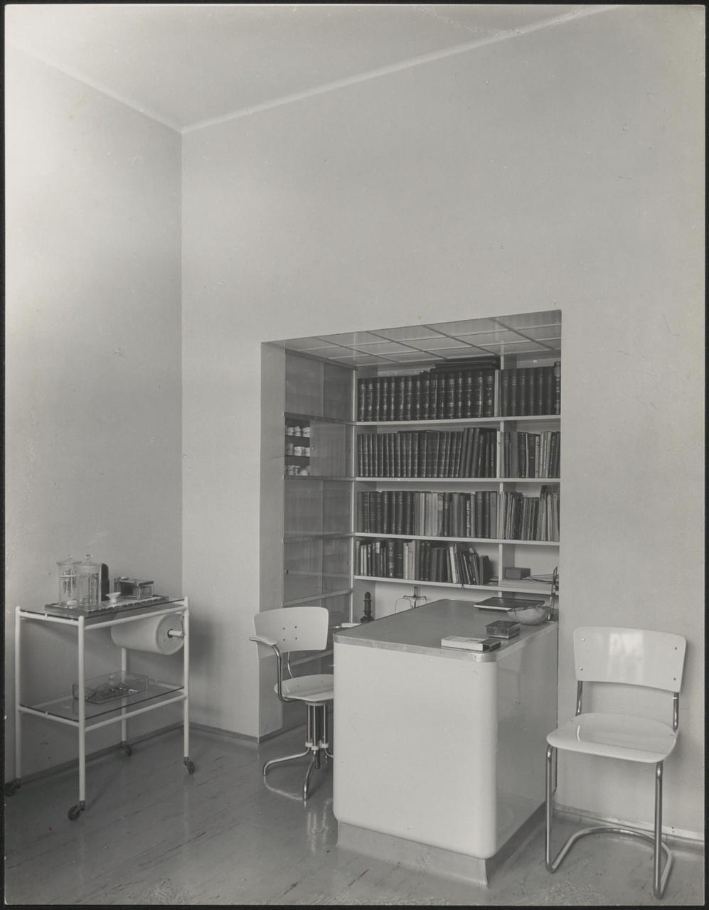 Afbeelding van ingebouwd bureau  tandarts Schutte, ca.1938
