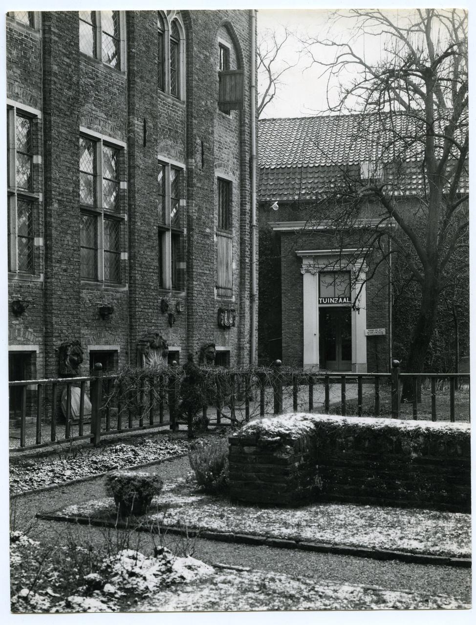 4/11 - De besneeuwde zodenbank in 1967.