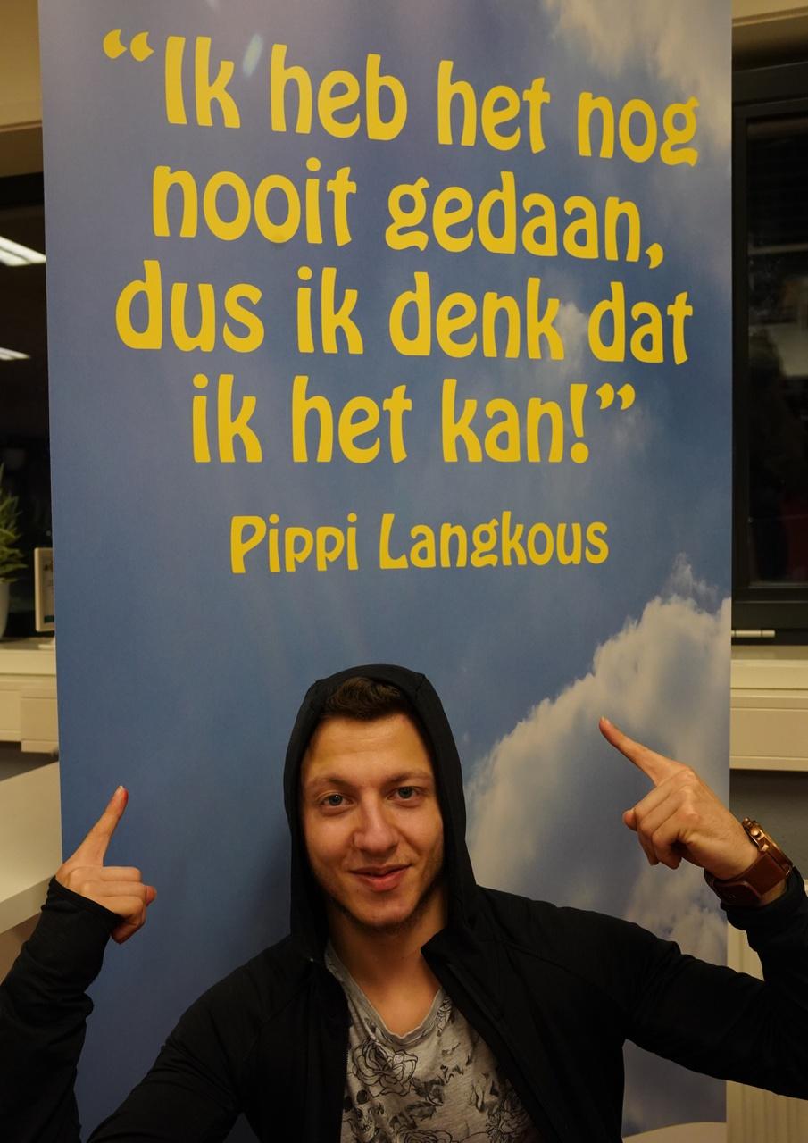 7/13 - Amir Arhaiem, ROC Midden Nederland Dienstverlening Zorg en Welzijn, Overvecht. 'Dit ben ik op school. Mijn foto is hier genomen, omdat ik op deze plek mijn toekomst zie.'