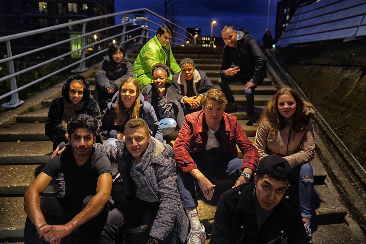 12/13 - Groepsfoto bij de Prins Clausbrug, Kanaleneiland.