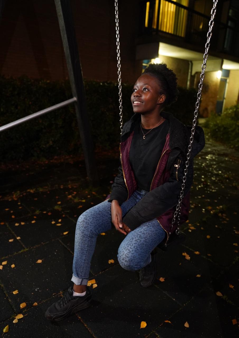 11/13 - Laurenah Wansa, Speeltuin achter mijn huis, Overvecht. 'Hier ben ik als ik alleen wil zijn. Als ik wil denken. En soms als ik een liedje wil schrijven.'