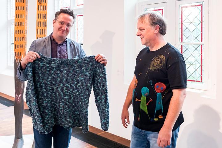Hans Spekman schenkt trui