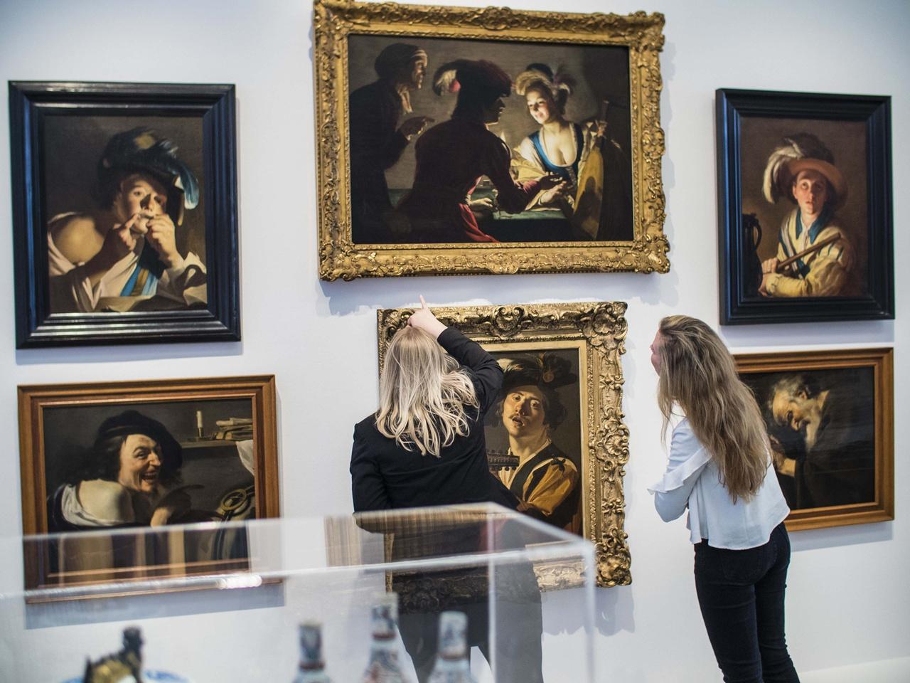 2/11 - Zaal met schilderijen van Utrechtse oude meesters.