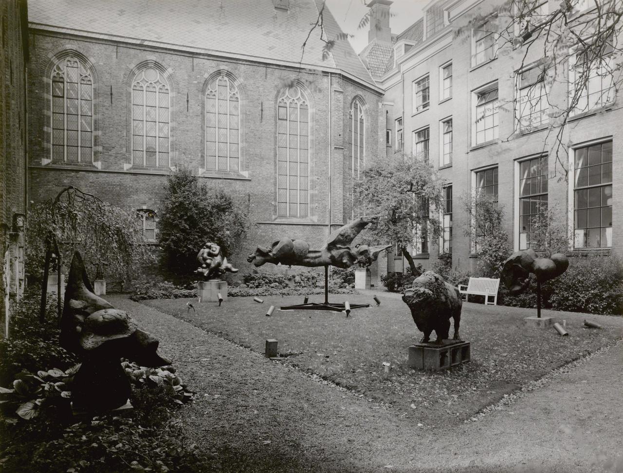 [Aangekochte sculpturen van tentoonstelling Nederlandse beeldhouwkunst '64-'69]
